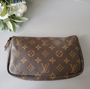 Louis Vuitton Pochette Accessories Gm